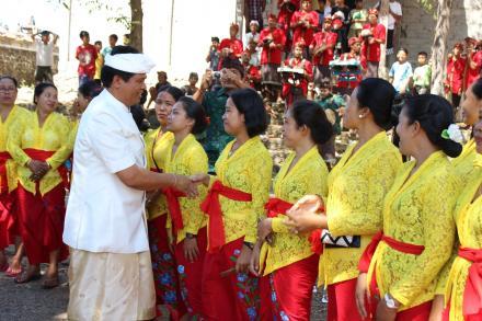 Penyambutan kedatangan Wakil Gubernur Bali, Bapak (I Ketut Sudikerta)
