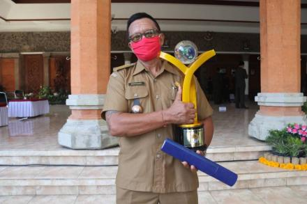 Penerimaan Trofi Juara I Proklim Lestari Tingkat Nasional